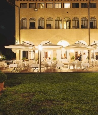 Spectacular wedding venue with views of italian lake