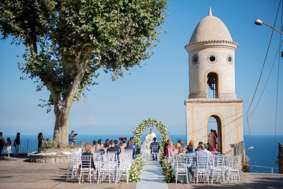 Pool with spectacular views for your wedding reception in Amalfi