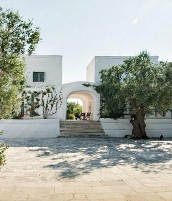 Ceremony in luxury five star resort in Puglia
